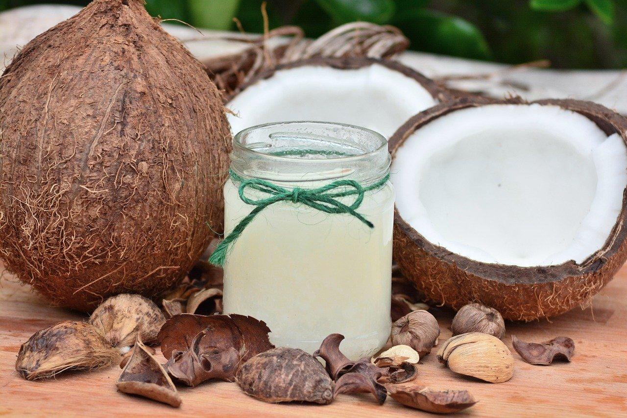 Crema reafirmante de abdomen casera de aceite de coco