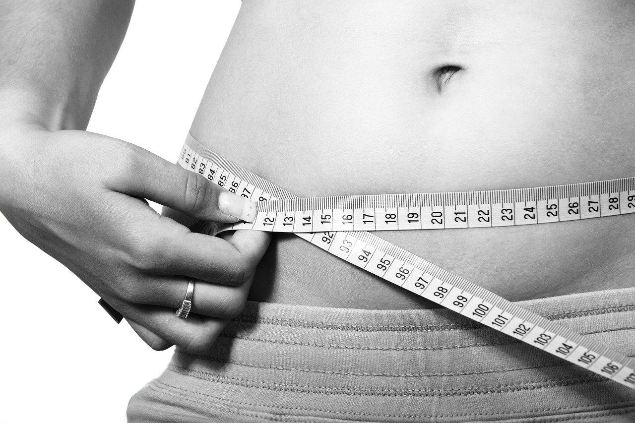 Por qué se acumula la grasa en la zona abdominal