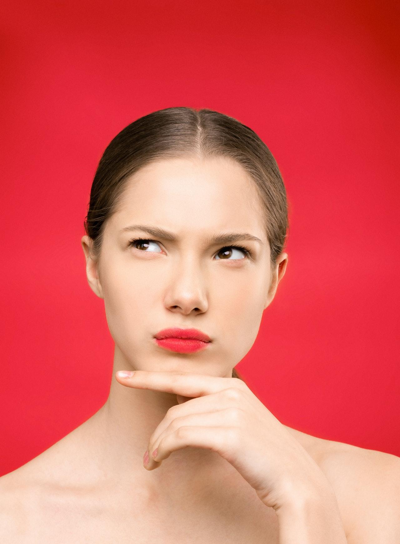 ¿Cómo utilizar el aceite de jojoba para el contorno de ojos?