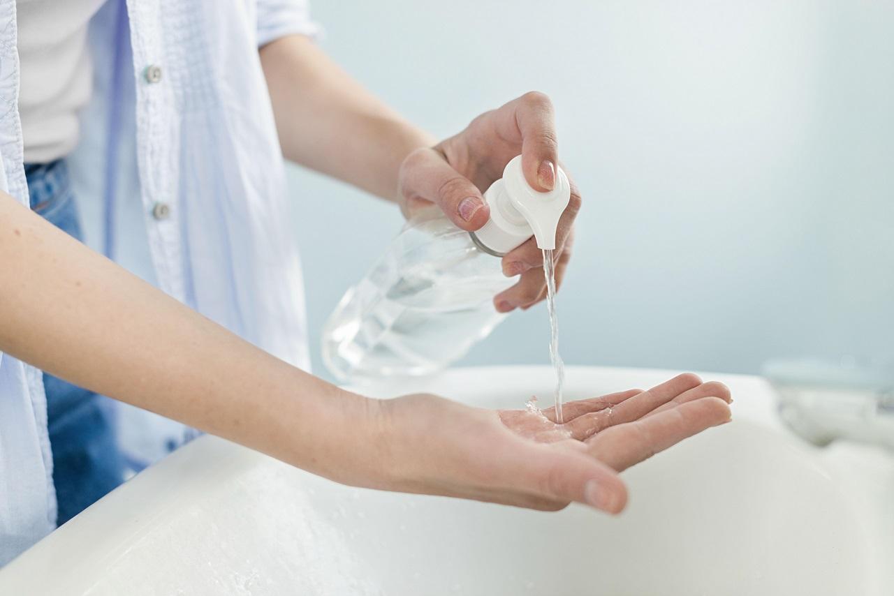 Cómo usar adecuadamente el desinfectante para manos