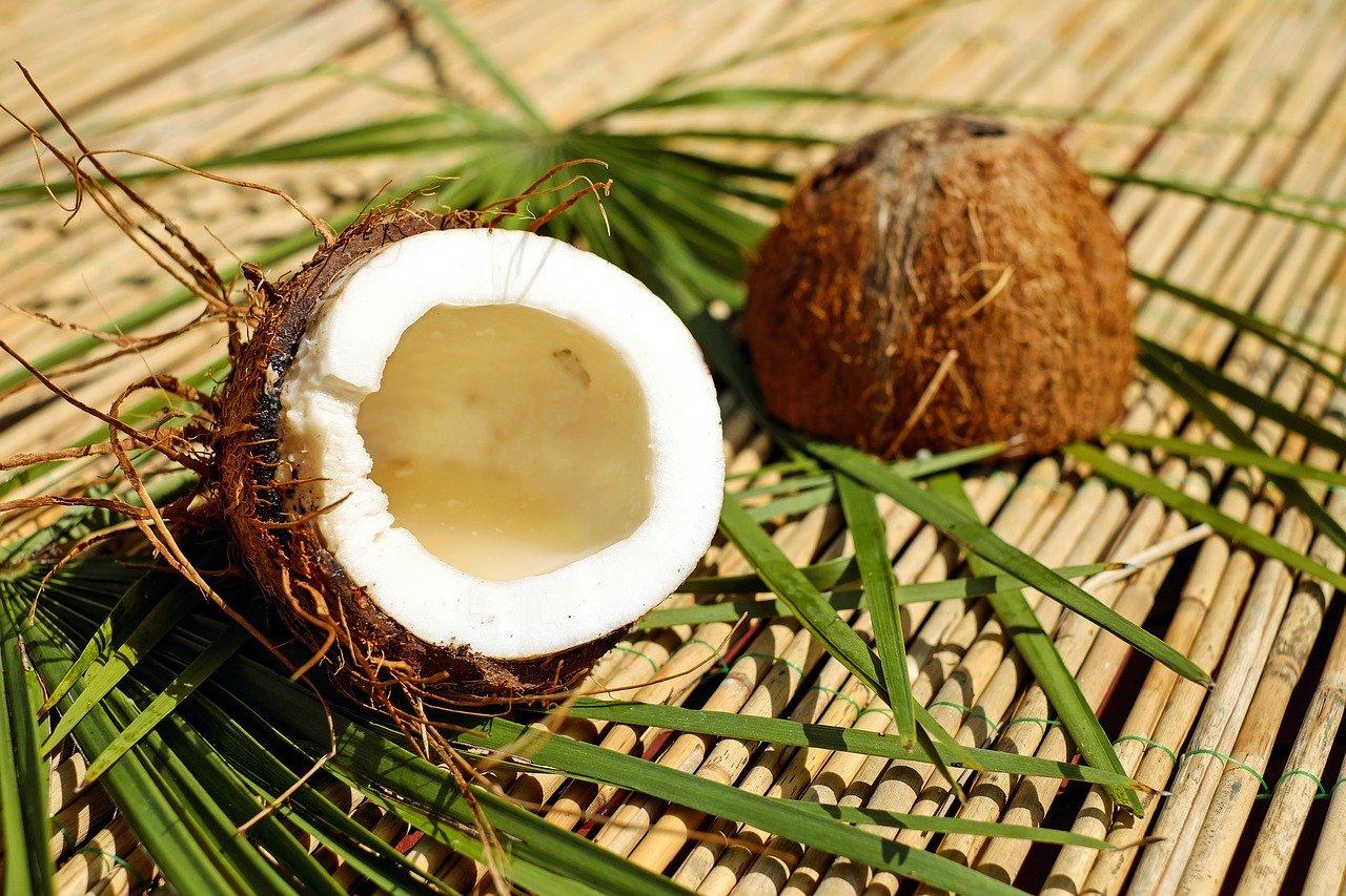 Exfoliante de coco y miel para los labios