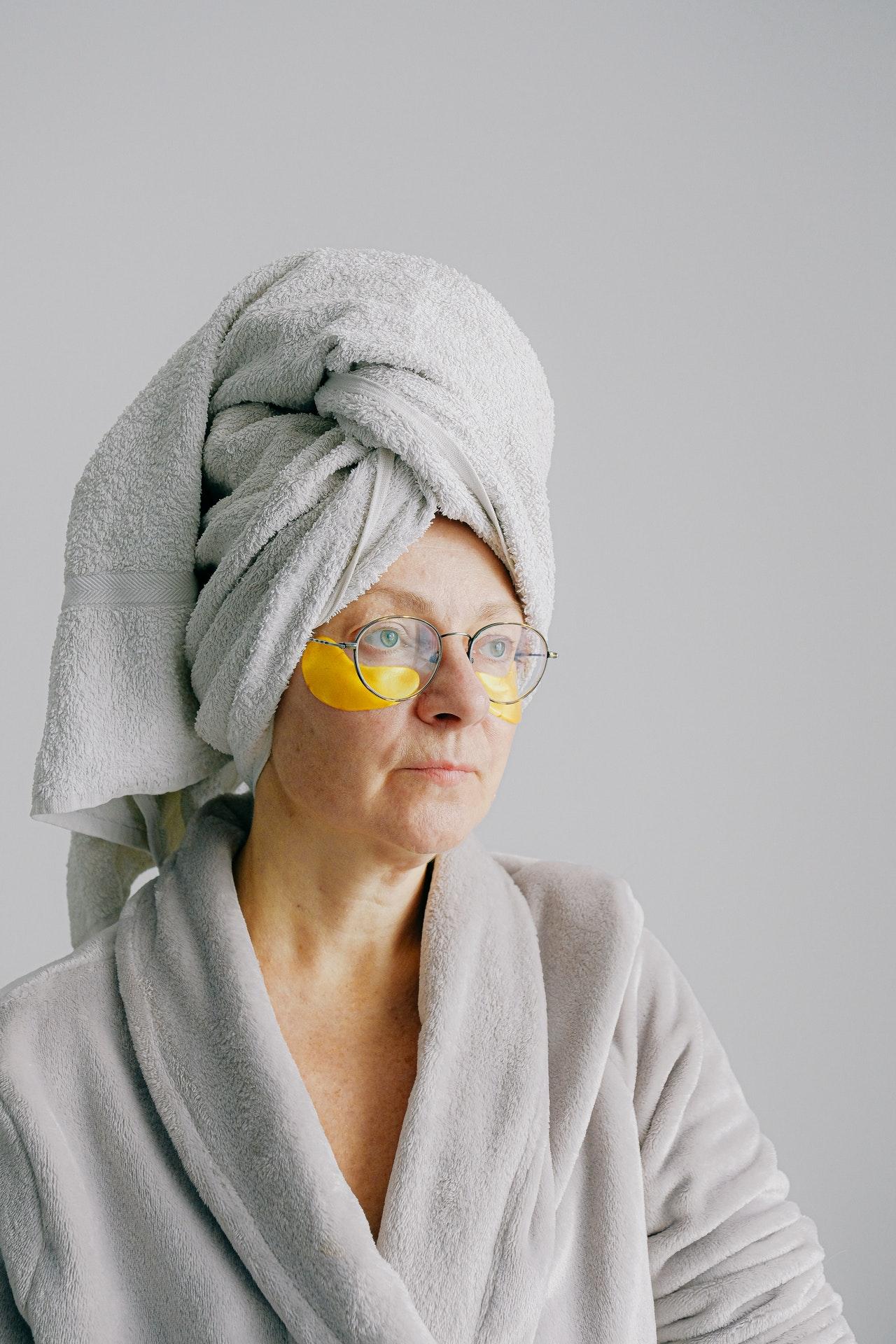 ¿Cómo utilizar correctamente los aceites para el contorno de ojos?