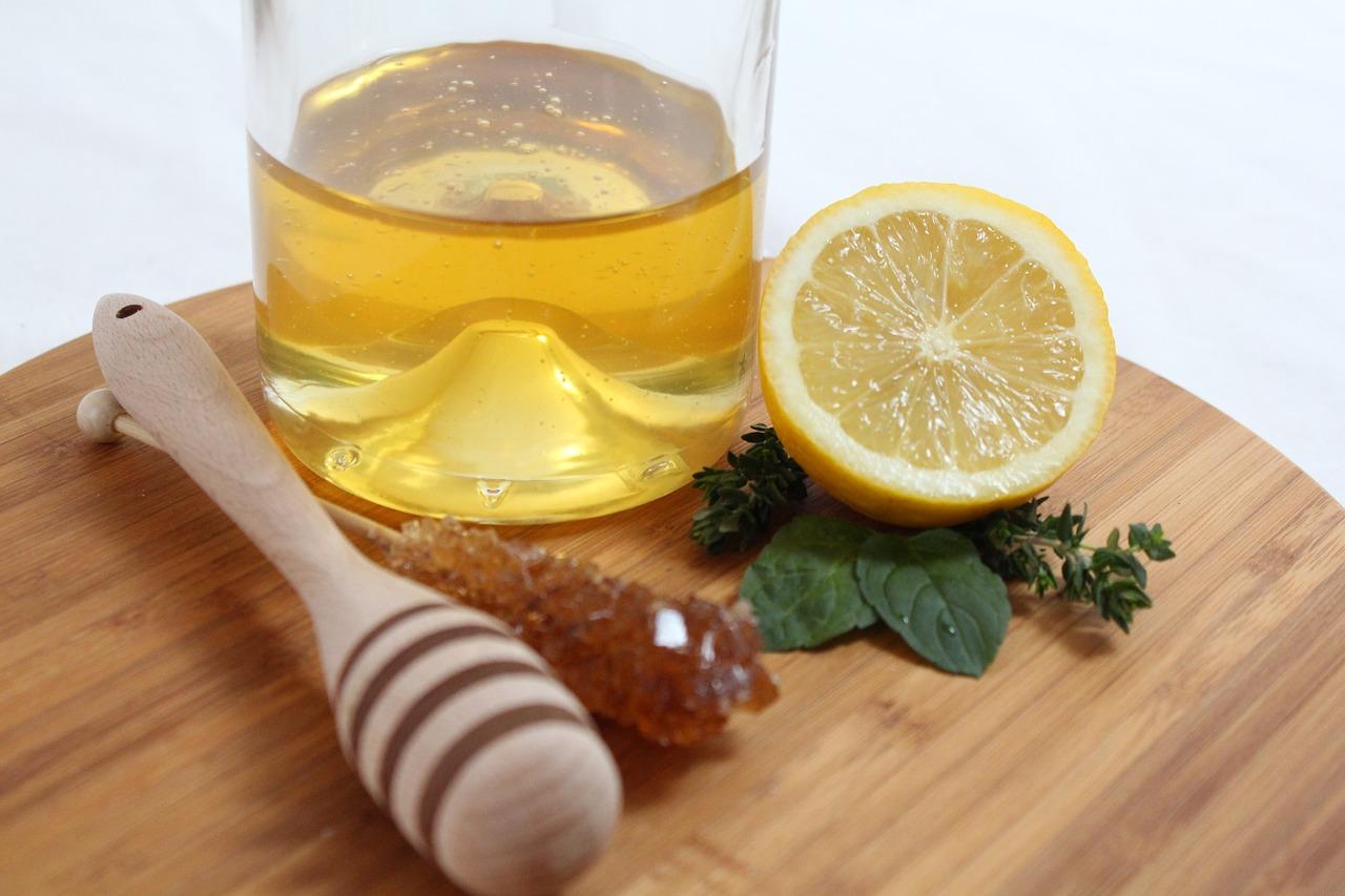 Crema antiarrugas de miel, limón y perejil