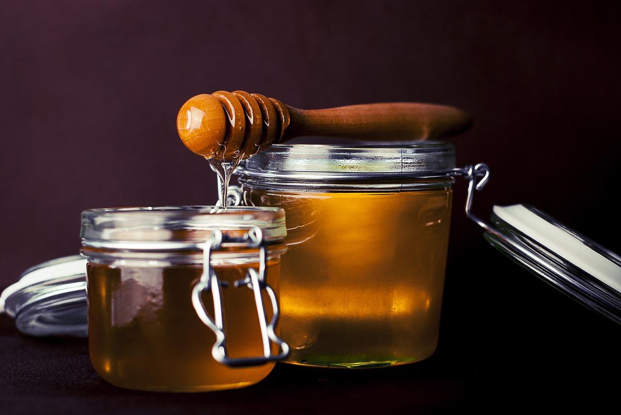 Limpiador antiinflamatorio de miel y té verde